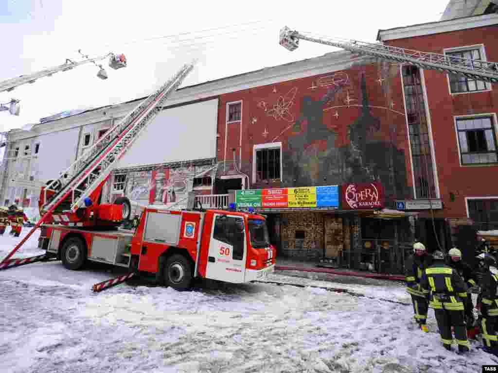 """Один человек погиб в результате пожара в ночном клубе """"Опера"""" в центре Москвы."""