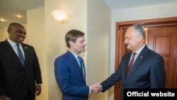 David Hale, subsecretarul de stat american pentru afaceri politice și președintele Igor Dodon, Chișinău, 13 iulie 2019