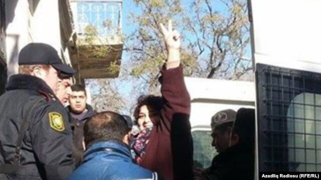 Khadija Ismayilova, in transit to court for a preliminary hearing, 26 December 2014.