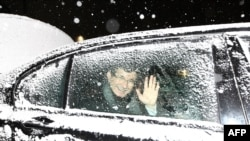 Armenia -- Turkey's Foreign Minister Ahmet Davutoglu waves from his limo after his pres conference in Yerevan, on December 12, 2013.