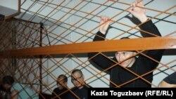 Айыпталушылардың бірі, екі баланың әкесі 27 жастағы Азамат Үмбеталиев сот процесінде тұр. Алматы, 4 маусым 2019 жыл.