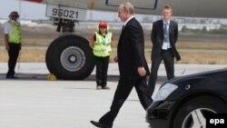 Ավստրալիա - Ռուսաստանի նախագահ Վլադիմիր Պուտինը լքում է Մեծ քսանյակի գագաթնաժողովը, Բրիսբեն, 16-ը նոյեմբերի, 2014թ․