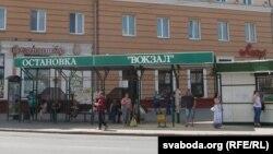 Праспэкт Леніна пачынаецца з прыпынку, «Зёрнышка» і «Локона»