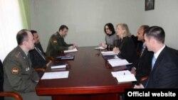 Встреча посла США в Таджикистане Элизабет Миллард с председателем Комитета по ЧС и ГО Таджикистана Рустамом Назарзода.