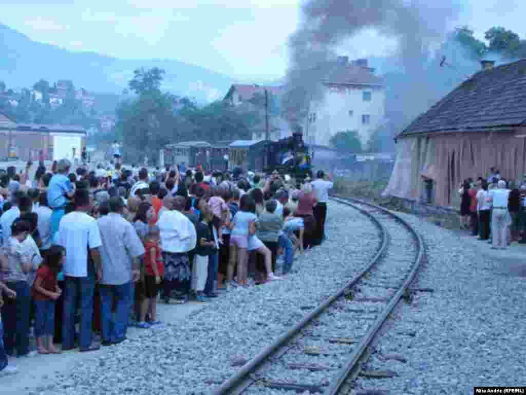 """""""Ćira"""" ulazi u stanicu u Višegradu"""