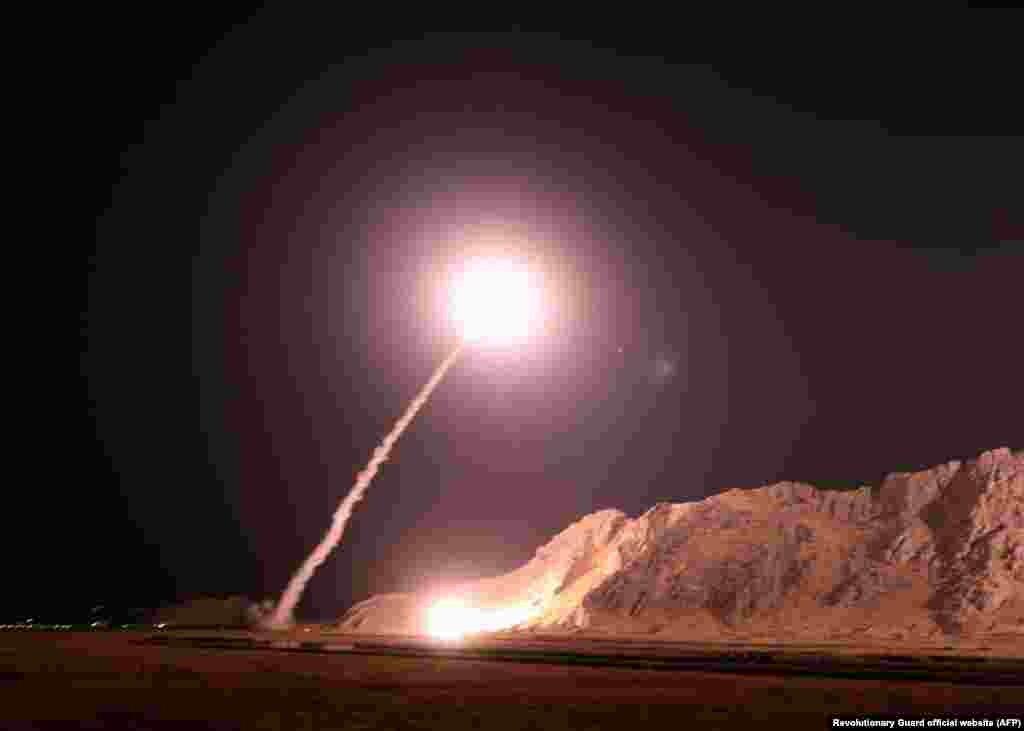 سپاه پاسداران انقلاب اسلامی روز دوشنبه در بیانیهای گفت «مقر سرکردگان» حمله مرگبار اهواز، در شرق فرات در سوریه، را «با شش فروند موشک بالیستیک میانبرد» هدف قرار دادهاست.