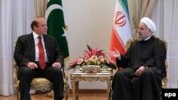 Iranian President Hassan Rohani (R) met Pakistani Prime Minister Nawaz Sharif in Tehran on January 19.