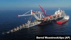 Корабель прокладає труби газогону Nord Stream-2 у Балтійському морі, в нейтральних водах між Росією та Німеччиною. 11 листопада 2018