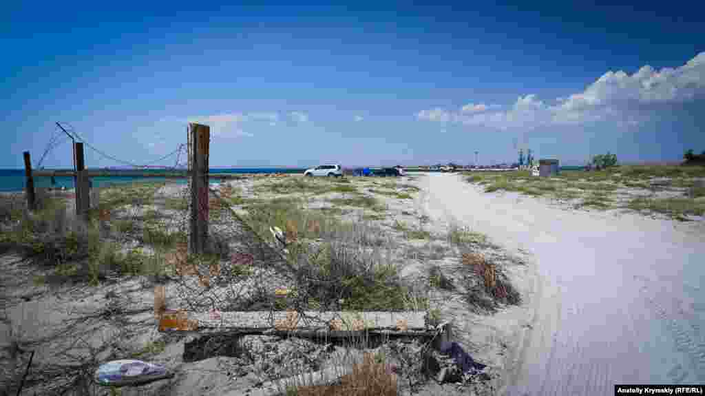До північного краю Південної коси можна під'їхати тільки на позашляховику, звичайний легковик може загрузнути в пісках