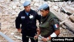 Балканы. Миротворец Борис Ракитин (слева)