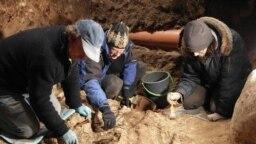 Літоўскія археолягі падчас раскопак на гары Гедзіміна ў Вільні, дзе выявілі парэшткі паўстанцаў 1863–1864 гадоў
