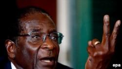 Президент Зимбабве Роберт Мугабе. Хараре, Зимбабве, 2 апреля 2005 года.