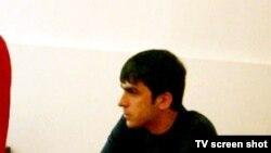 Aqil Xəlil onun bıçaqlanmasında günahlandırılan Strekalinin məhkəməsində. 3 iyul 2008