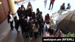 Студенты факультета армянской филологии ЕГУ проводят забастовку, 6 ноября 2019 г.