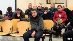 Деякі з двадцяти громадян Росії та Грузії, підозрюваних в участі у міднародному злочинному угрупуванні, під час засідання суду. Мадрид, березень 2016 року