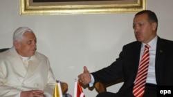 پاپ بندیکت شانزدهم و رجب طیب اردوغان نخست وزیر ترکیه