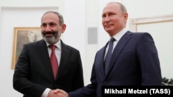 RUSSIA -- : Russian President Vladimir Putin (R) meets with Armenian Prime Minister Nikol Pashinan in Moscow, June 13, 2018