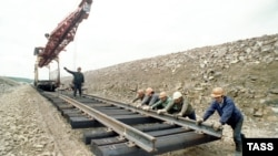 Russia -- building construction of railway railroad in Yakutia, 24Oct1995