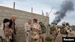 Pamje e pjesëtarëve të sigurisë së Irakut në vendbanimin Abu Ghraib