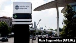 Прошел месяц со дня, когда президент Грузии Георгий Маргвелашвили отказался подписать поправки в закон «О Национальном банке Грузии» и, сопроводив проект аргументированными замечаниями, вернул его на доработку в парламент