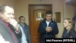 Николай Бондаренко у зала судебного заседания