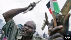 یکی از هواداران خشمگین اودینگا در یکی از محلات فقیر نشین پایتحت کنیا، نایروبی.