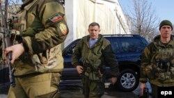 Ватажок угруповання «ДНР» Олександр Захарченко (посередині). Донецьк, 15 січня 2015 року
