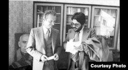 علیرضا نوریزاده در کنار شاپور بختیار
