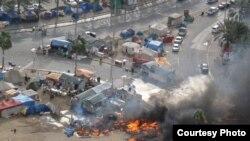 """2011-жылдын 16-мартында Бахрейн падышалыгынын коопсуздук күчтөрү шийи араптар басымдуулук кылган демонстранттарды күч менен таркатты. Бермет аянтындагы окуялар. Ишкер Ник """"Азаттыкка"""" жиберген сүрөттөрдөн. Манама ш., Бахрейн. 16.03.2011."""