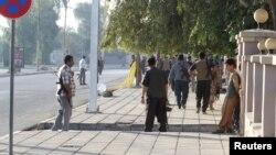Forcat kurde të tubuara në një lokalitet ku ka pasur sulm nga militantët e Shtetit Islamik në Kirkuk gjatë ditës së djeshme.