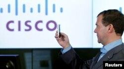 Тагачасны расейскі прэзыдэнт Дзьмітры Мядзьведзеў падчас наведваньня штаб-кватэры Cisco Systems ў Каліфорніі 24 чэрвеня 2010 году