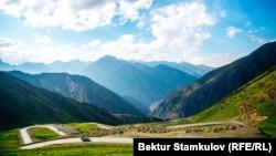 Ландшафт Кыргызстана — серьезный вызов для любого сухопутного транспортного проекта.