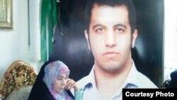 پدر احمد میگوید که او برای طرفداری از میرحسین موسوی به خیابان رفته بود