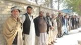 Избиратели в очереди у участка в провинции Кундуз. Афганистан, 20 октября 2018 года.