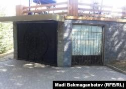 """""""Студия 69"""" клубының кіреберісі. Алматы, 25 тамыз 2014 жыл."""