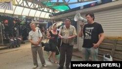 Прадпрымальнікі Алесь Макаеў (справа), Алесь Абрамовіч з Барысава і Мікола Чарнавус з Баранавічаў