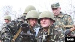 Аршба утверждает, что резервные батальоны с реальным боевым опытом грузино-абхазской войны 1992-93 г.г. были основной ударной силой абхазской армии