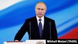 По мнению политологов, Владимир Путин для сохранения власти пойдет на еще более крайние меры, и поэтому от Путина ничего путного пока ожидать не стоит
