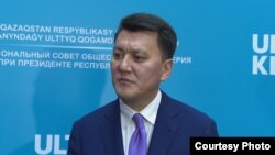 Советник президента Казахстана Ерлан Карин в кулуарах заседания Национального совета общественного доверия. Нур-Султан. 28 августа 2019 года.