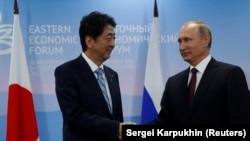 Shinzo Abe və President Vladimir Putin
