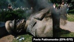 Знесений у Харкові бюст маршалу СРСР Георгію Жукову