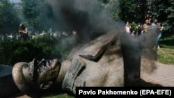Снесенный в Харькове бюст маршалу СССР Георгию Жукову