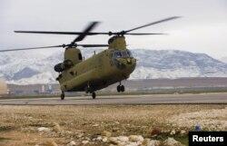 Вертолет CH-47F Chinook армии США в Афганистане