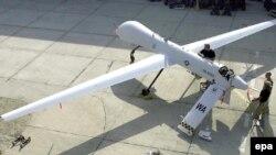 «زيفر» بدون خلبان پرواز کرد با اين حال در مواقع لازم می توان آن را از طريق ماهواره هدايت کرد. (عکس: EPA)