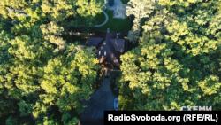 Будинок під Києвом, оформлений на доньку Жербицького