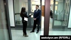 Armenia - Deputy Speaker of Parliament Eduard Sharmazanov giving an interview to an RFE/RL Armenian Service correspondent, 9 March, 2016