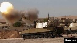 Іракські бійці обстрілюють бойовиків на південному сході Мосула, 22 листопада 2016 року
