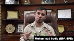 Abdul Razzaq Dawood jurnalistlərlə danışır