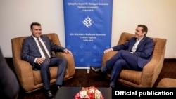 Архивска фотографија: Премиерите на Македонија и на Грција, Зоран Заев и Алексис Ципрас