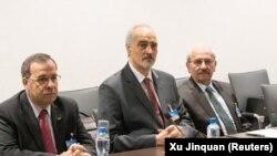 هیات مذاکره کننده حکومت سوریه به ریاست بشار الجعفری (نفر وسط)